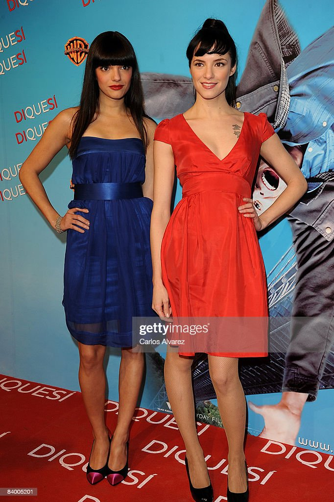 Actresses Alejandra Lorente (R) and Sabrina Praga attend the premiere of 'Yes Man' at Capitol Cinema December 11, 2008 in Madrid, Spain.