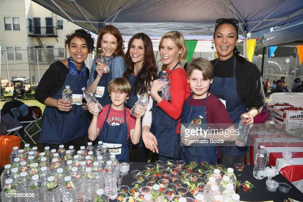 Actresses Alexandra Shipp Darby Stanchfield Samantha Harris Julie Bowen and kids and Eva LaRue attend Celebrity Friends Volunteer with Feeding...