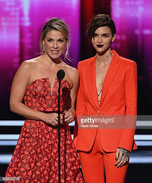 Actresses Ali Larter and Ruby Rose speak onstage during the People's Choice Awards 2017 at Microsoft Theater on January 18 2017 in Los Angeles...