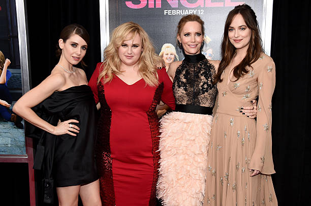 Photos et images de how to be single new york premiere getty images actresses alison brie rebel wilson leslie mann and dakota johnson attend the new ccuart Choice Image