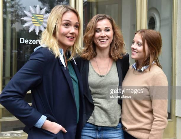 Actresses Alwara Hoefels Karin Hanczewski and Jella Haase pose at a set where an episode entitled 'Auf einen Schlag' of German television crime...