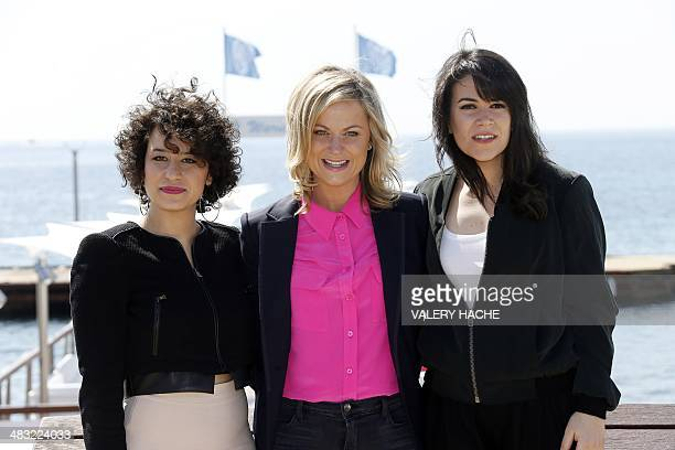 US actresses Amy Poehler Ilana Glazer and Abbi Jacobson pose during a photocall for the serie Broad City at the MIPTV on April 7 2014 in Cannes on...