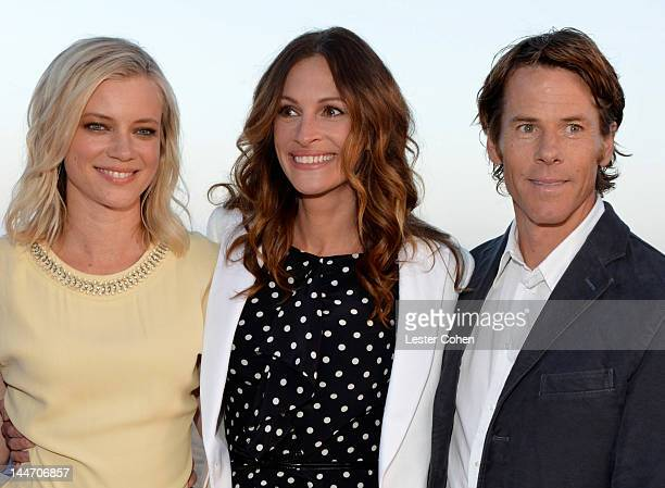 Actresses Amy Smart and Julia Roberts and Daniel Moder attend Heal The Bay's Bring Back The Beach Annual Awards Presentation Dinner held at The...