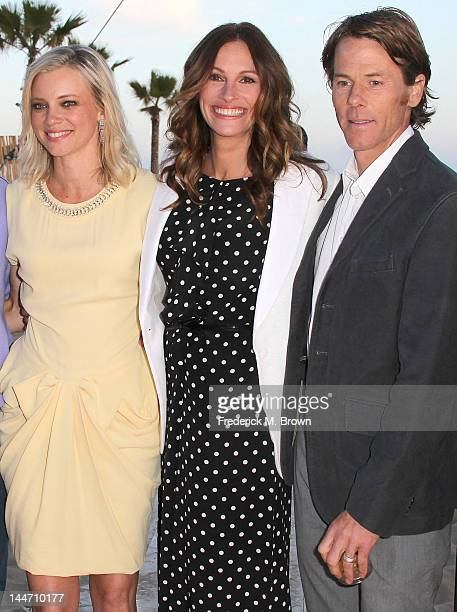Actresses Amy Smart and Julia Robertsand Daniel Moder and a guest attend Heal The Bay's Bring Back The Beach Fundraiser on May 17 2012 in Santa...