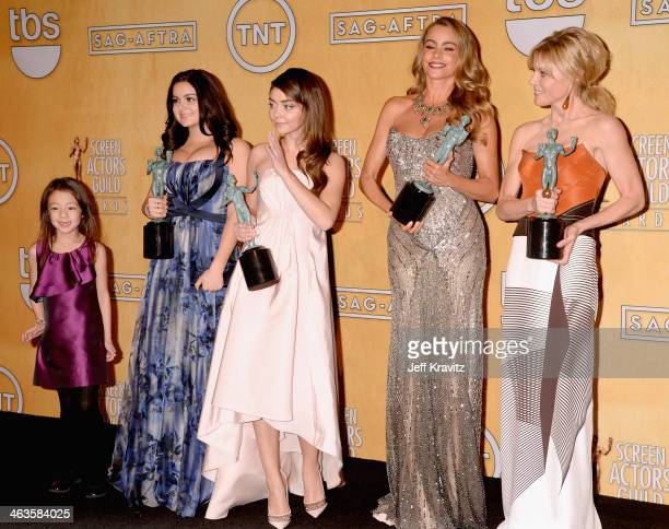 Actresses Aubrey AndersonEmmons Ariel Winter Sarah Hyland Sofía Vergara and Julie Bowen pose in the press room during the 20th Annual Screen Actors...
