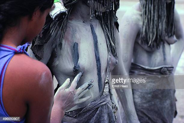 Actresses being made up as CroMagnon tribeswomen during the filming of 'Quest for Fire' 1980