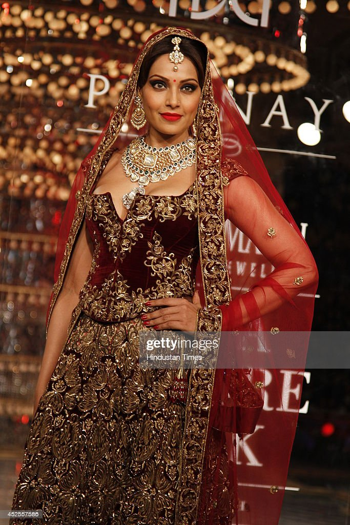 Actresses Bipasha Basu glided down the ramp in designer Rohit Bal lehanga for Shree Raj Mahal Jewellers at the India Couture Week 2014 finale held on.