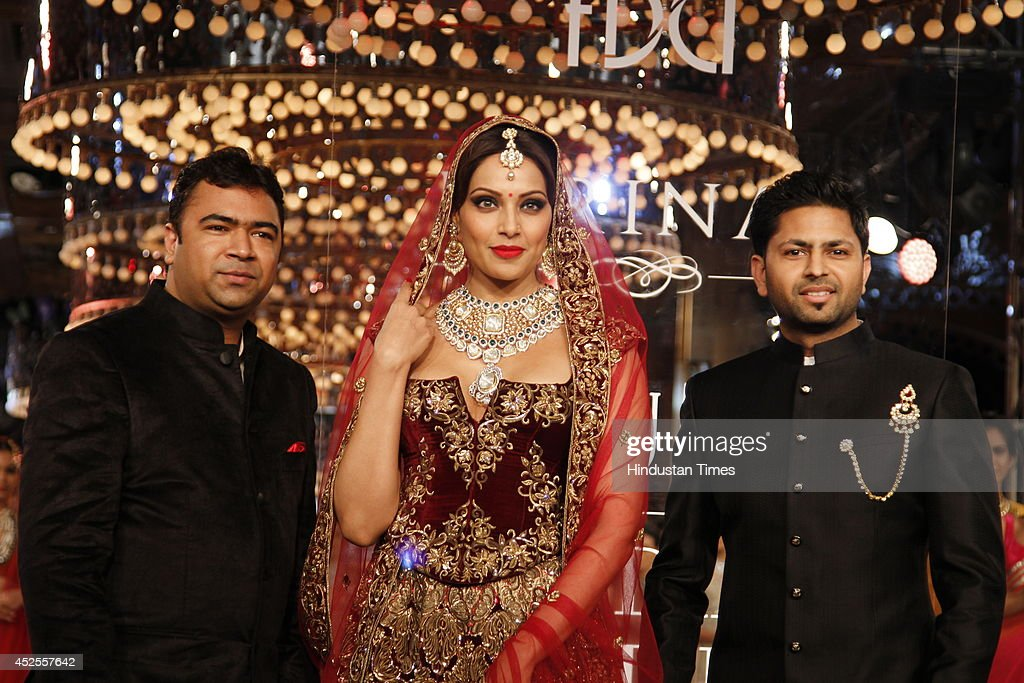 Actresses Bipasha Basu with owners of Shree Raj Mahal Jewellers Praveen Goel and Ashok Goel at the India Couture Week 2014 finale held on July 20...