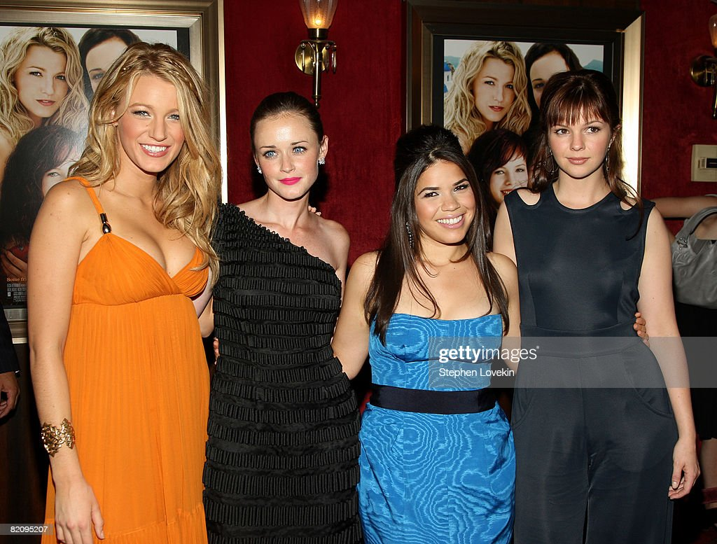 """Premiere Of """"The Sisterhood Of The Traveling Pants 2"""" - Inside Arrivals : News Photo"""