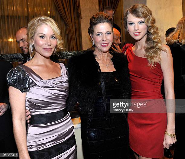 Actresses Christina Applegate Rita Wilson and singer Taylor Swift attend the Neuro hosted cocktail hour and juniors room at the EIF's Women's Cancer...