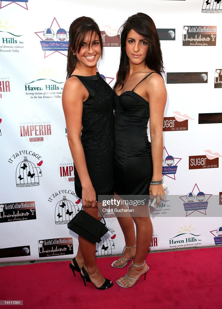 ¿Cuánto mide Elise Avellán? - Real height Actresses-elise-avellan-and-electra-avellan-attend-christina-fultons-picture-id74117201