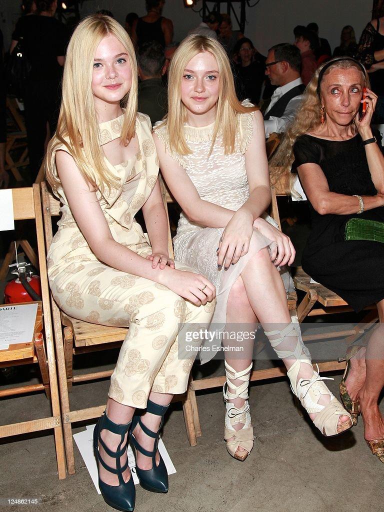 Feet elle fanning Margot Robbie's