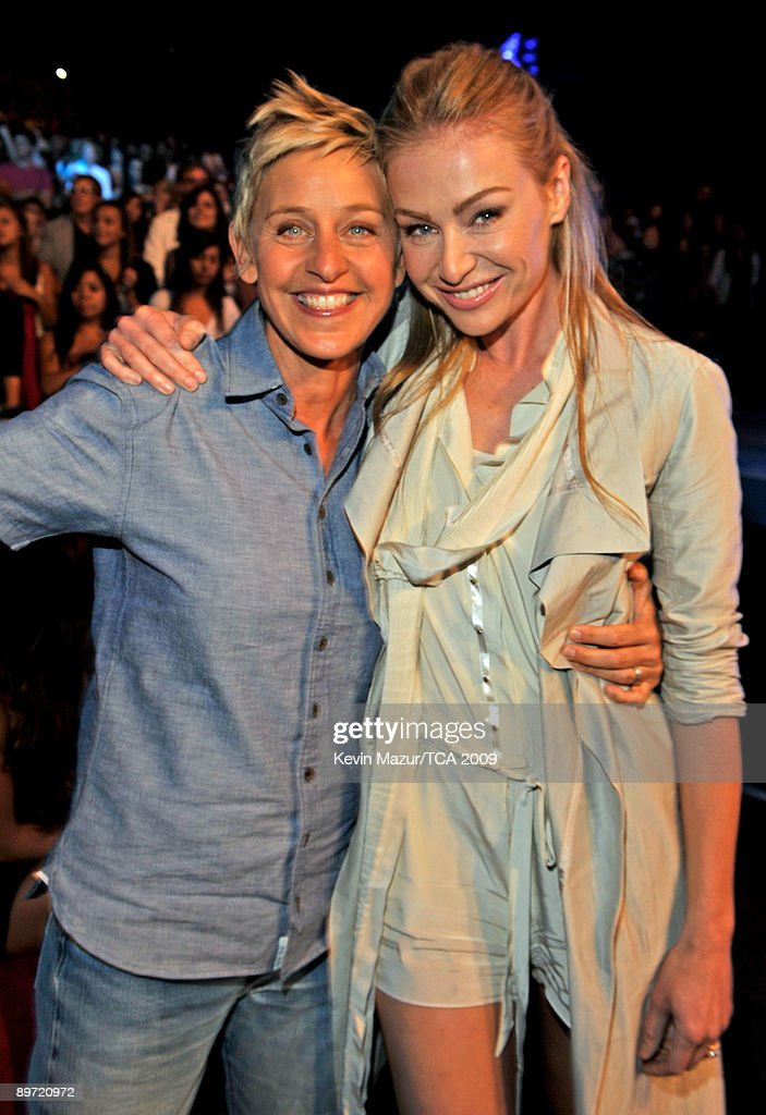 Actresses Ellen DeGeneres and Portia de Rossi pose during the Teen Choice Awards 2009 held at the Gibson Amphitheatre on August 9, 2009 in Universal City, California.