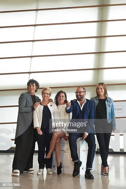 """Actresses Elvira Minguez, Itziar Aizpuru, Patricia Lopez, director Fernando Gonzalez Molina and actress Marta Etura attend """"El Guardian Invisible""""..."""