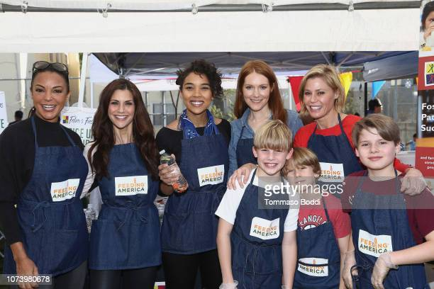 Actresses Eva LaRue Samantha Harris Alexandra Shipp Darby Stanchfield Julie Bowen and kids attend Celebrity Friends Volunteer with Feeding America at...