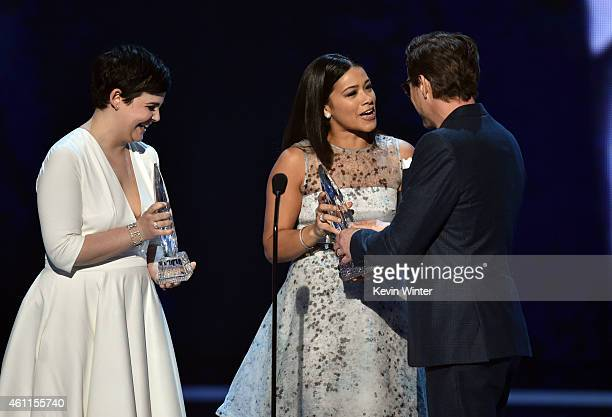 Actresses Ginnifer Goodwin and Gina Rodriguez present the Favorite Movie Actor award to actor Robert Downey Jr onstage at The 41st Annual People's...