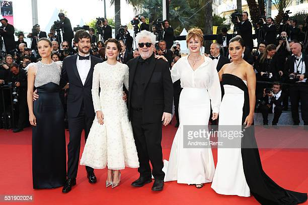 Actresses Inma Cuesta Emma Suarez Director Pedro Almodova actress Adriana Ugarte actor Daniel Grao and actress Michelle Jenner attend the 'Julieta'...