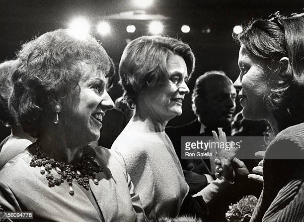 Actresses Jean Stapleton and Alexis Smith attending 'Party for 26th Annual Tony Awards' on April 23 1972 at the American Hotel in New York City New...