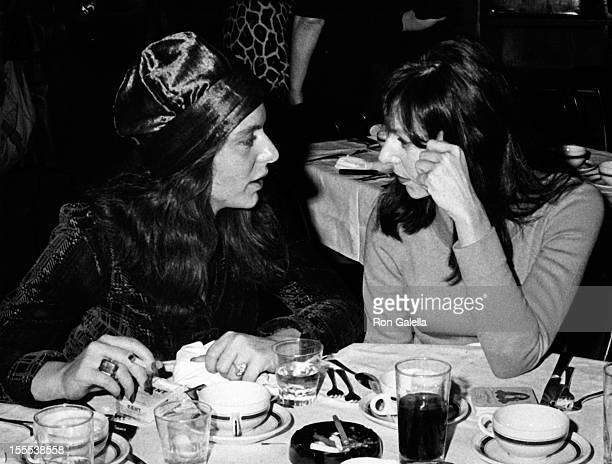 Actresses Jeannie Berlin and Elaine May attend New York Film Critic's Circle Awards on January 28, 1973 at Sardi's Restaurant in New York City.