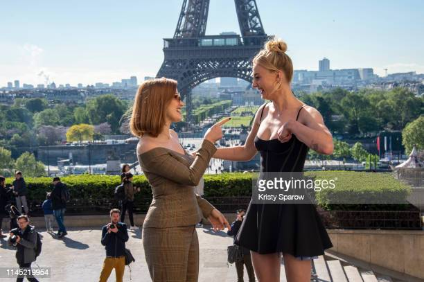 """Actresses Jessica Chastain and Sophie Turner attend the """"X-Men Dark Phoenix"""" Photocall At Cafe De L'Homme on April 26, 2019 in Paris, France."""