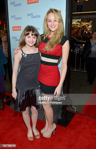 Actresses Joey King and Hunter King arrive at the premiere of Relativity Media's 'Safe Haven' at TCL Chinese Theatre on February 5 2013 in Hollywood...