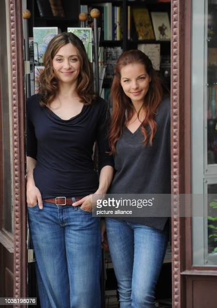 Actresses Julia Richter and Yvonne Catterfeld stand in the entrance to a bookstore during filming for the movie 'Cecelia Ahern' in MunichGermany 10...