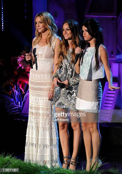 Actresses Katie Cassidy Leighton Meester and Selena Gomez speak onstage during the 2011 MTV Movie Awards at Universal Studios' Gibson Amphitheatre on...