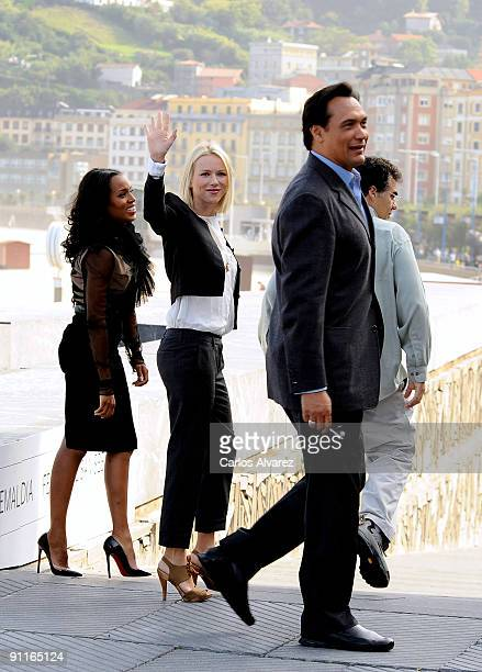 Actresses Kerry Washington Naomi Watts actor Jimmy Smits and director Rodrigo Garcia attend the photocall for 'Mother and Child' during the 57th San...