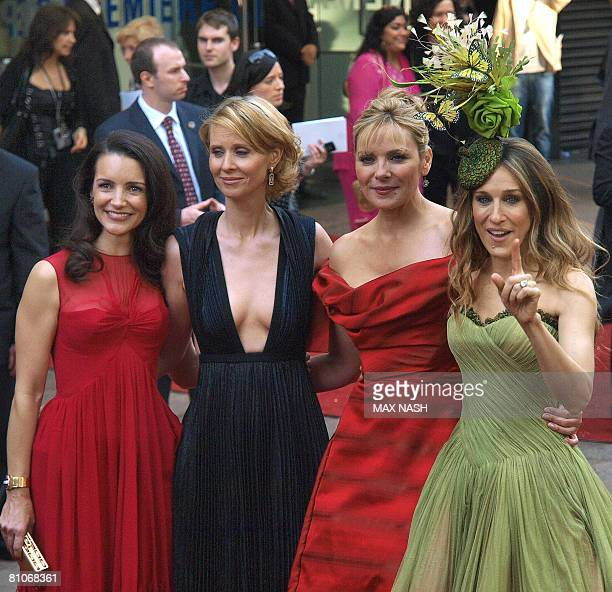 ACTRESS' NAME US actresses Kristin Davis Cynthia Nixon Kim Catrall and Sarah Jessica Parker arrive at the Odeon Cinema in London's Leicester Square...