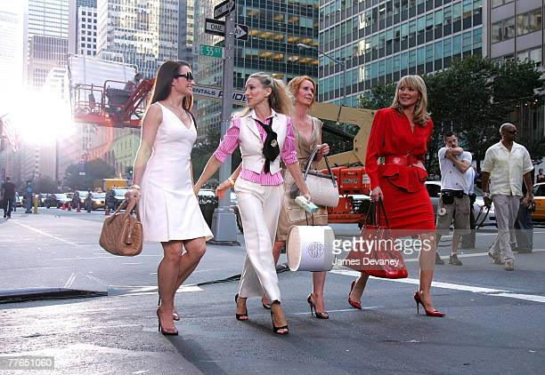 Actresses Kristin Davis Sarah Jessica Parker Cynthia Nixon and Kim Cattrall on the set of Sex In The City The Movie in New York City on September 21...
