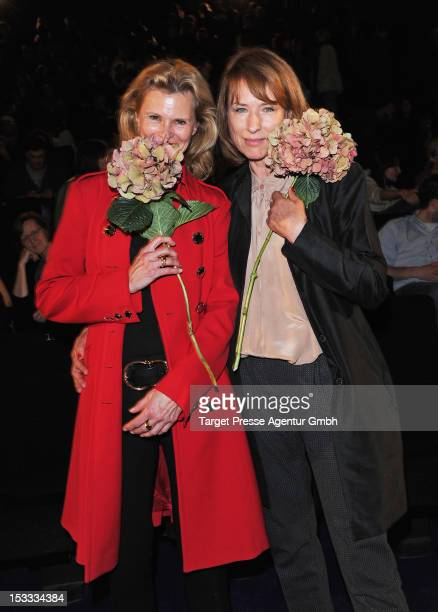 Actresses Leslie Malton and Corinna Harfouch attend the premiere of the movie '3 Zimmer, Kueche, Bad' at 'Kulturbrauerei' on October 3, 2012 in...