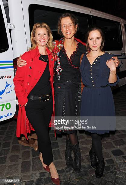 Actresses Leslie Malton, Katharina Spiering and Amelie Kiefer attend the premiere of the movie '3 Zimmer, Kueche, Bad' at 'Kulturbrauerei' on October...