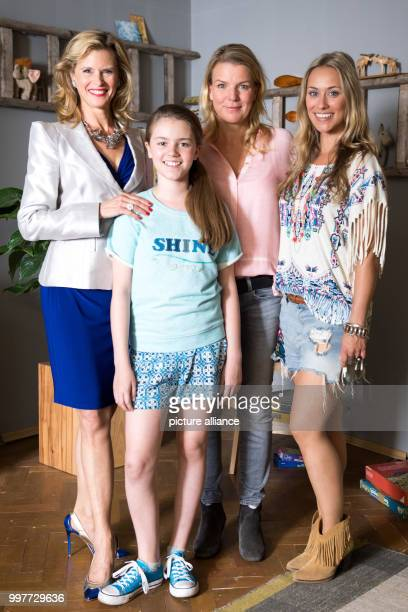 Actresses Leslie Malton Laurena Marisol Lehrich Mirja Boes and Sina Tkotsch pictured on the set of Beste Schwestern in Hurth Germany 01 August 2017...