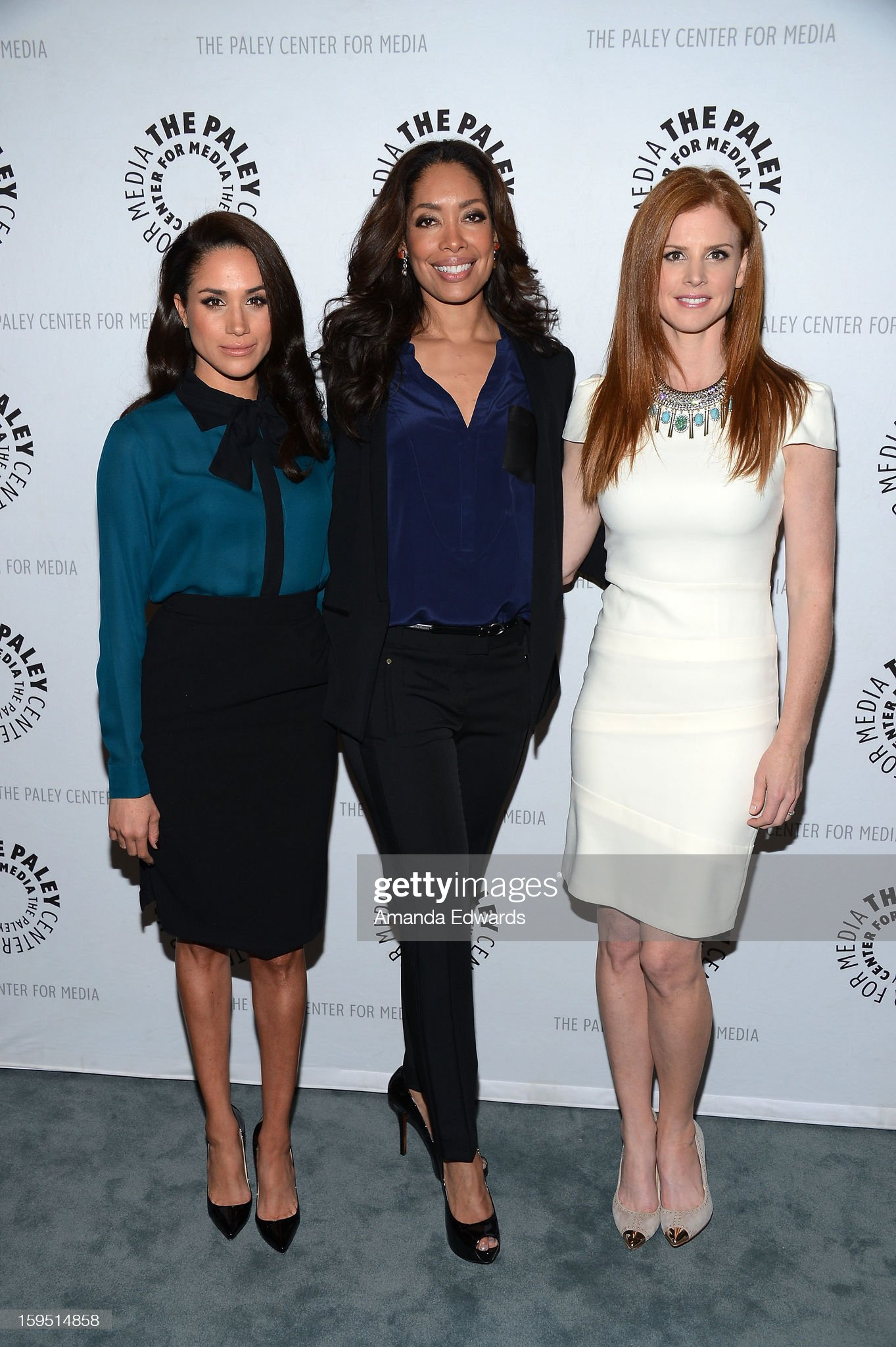 ¿Cuánto mide Sarah Rafferty? - Real height Actresses-meghan-markle-gina-torres-and-sarah-rafferty-arrive-at-the-picture-id159514858?s=2048x2048