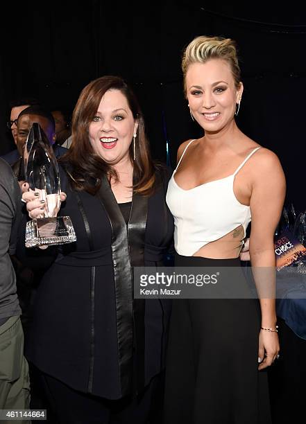 Actresses Melissa McCarthy and Kaley Cuoco attend The 41st Annual People's Choice Awards at Nokia Theatre LA Live on January 7 2015 in Los Angeles...