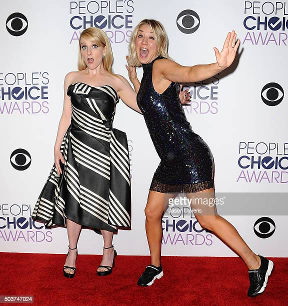 Actresses Melissa Rauch and Kaley Cuoco pose on the press room at the 2016 People's Choice Awards at Microsoft Theater on January 6 2016 in Los...