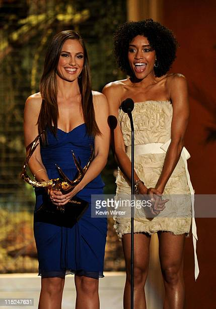 Actresses Minka Kelly and Annie Ilonzeh present the Rookie of the Year award onstage during Spike TV's 5th annual 2011 'Guys Choice' Awards at Sony...
