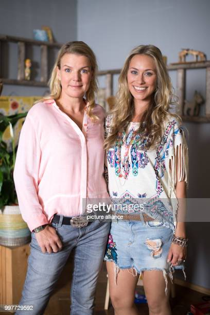 Actresses Mirja Boes and Sina Tkotsch pictured on the set of Beste Schwestern in Hurth Germany 01 August 2017 The RTL sitcom is expected to air in...