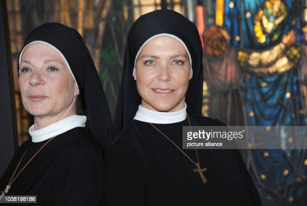 Actresses Nina Hoger and Janina Hartwig posing during a shooting break at the ARDtelevision series 'Um Himmels Willen' in Munich Germany 24 May 2016...