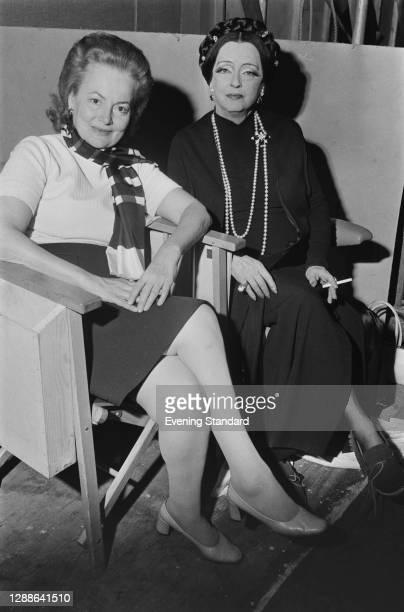 Actresses Olivia de Havilland and Bette Davis, UK, 1971.