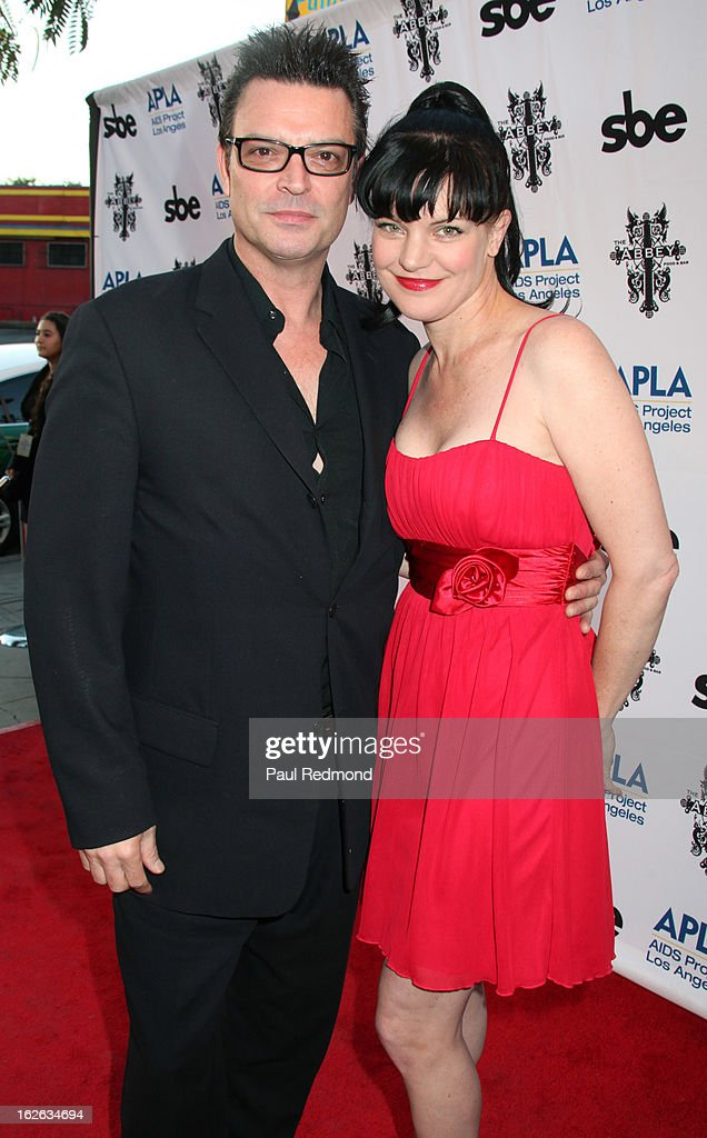 Actresses Pauley Perrette and her fiancee Thomas Arklie arrive at APLA and The Abbey's 12th Annual 'The Envelope Please' Oscar Viewing Party at The Abbey on February 20, 2013 in West Hollwwod, California.