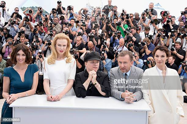 Actresses Paz Vega Nicole Kidman director Olivier Dahan actor Tim Roth and actress Jeanne Balibar attend the 'Grace of Monaco' photocall during the...