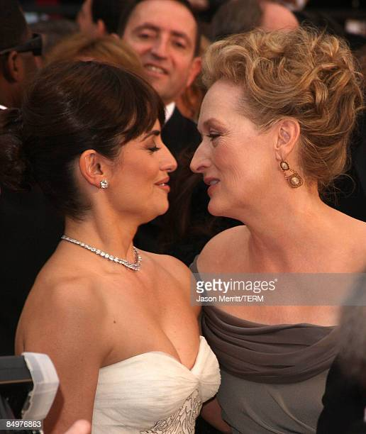 Actresses Penelope Cruz and Meryl Streep arrive at the 81st Annual Academy Awards held at Kodak Theatre on February 22 2009 in Los Angeles California