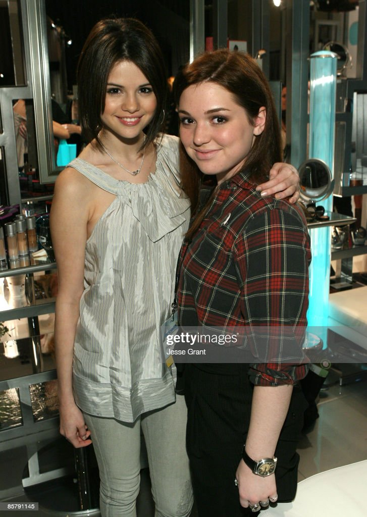 """The CVS Pharmacy Reinventing Beauty Bar At Access Hollywood """"Stuff You Must..."""" Lounge Produced By On 3 Productions - Day 2 Celebrating The Golden Globes : News Photo"""