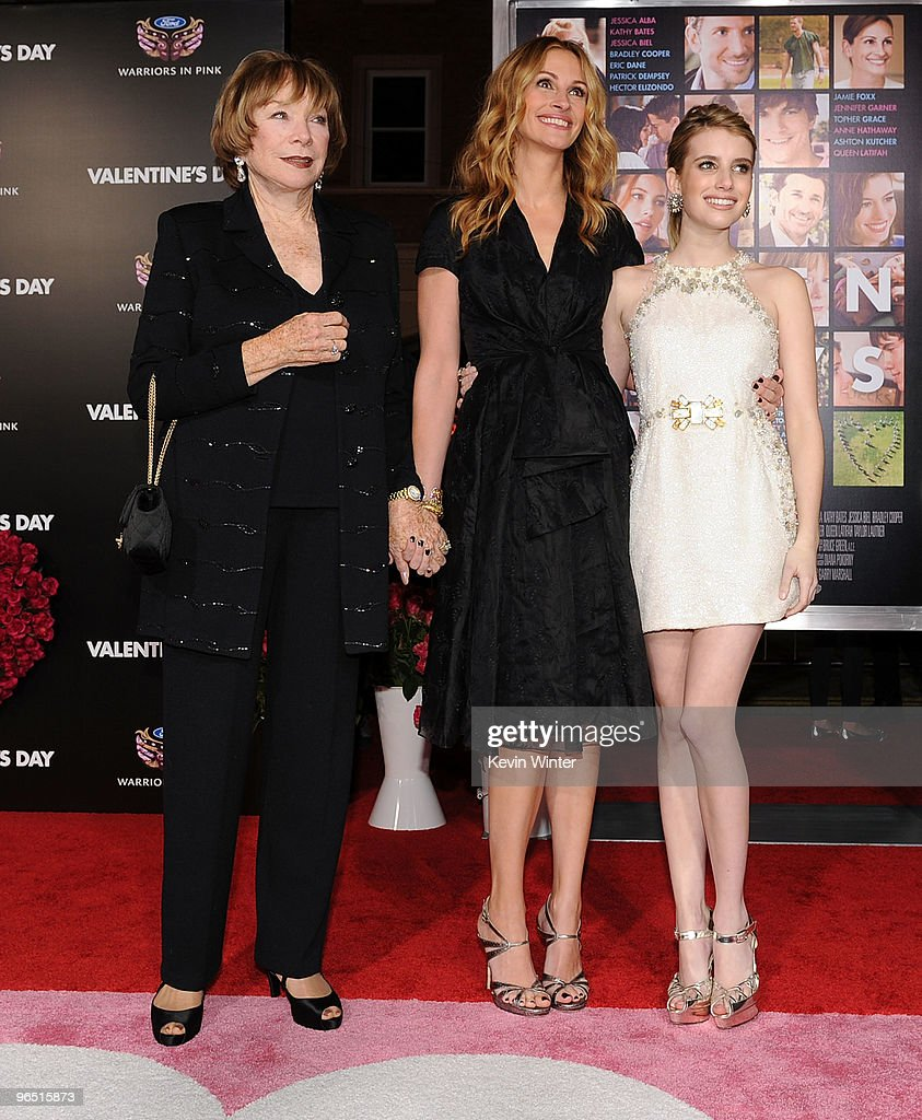 Actresses Shirley Maclaine Julia Roberts And Emma Roberts Arrive At News Photo Getty Images
