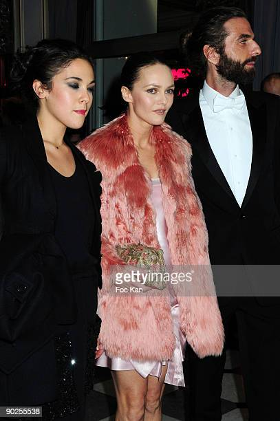 Actresses Singers Alysson Paradis Vanessa Paradis and Hair Stylist John Nollet attend the Dinner For Aids at the Pavillon Armenonville on January 29...