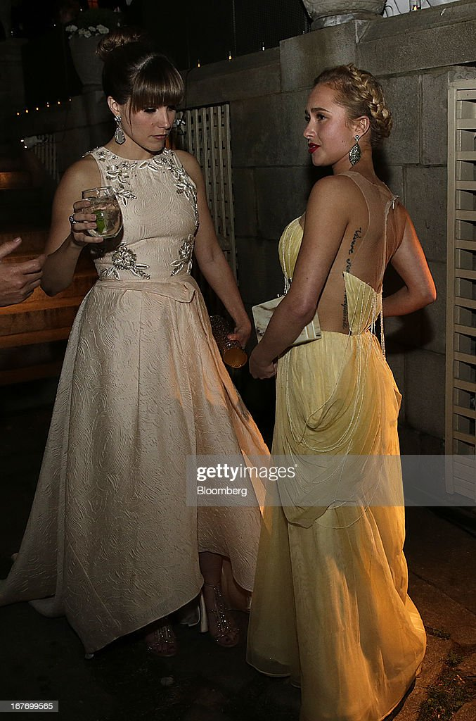 Actresses Sophia Bush, left, and Hayden Panettiere attend the Bloomberg Vanity Fair White House Correspondents' Association (WHCA) dinner afterparty in Washington, D.C., U.S., on Saturday, April 27, 2013. The 99th annual dinner raises money for WHCA scholarships and honors the recipients of the organization's journalism awards. Photographer: Scott Eells/Bloomberg via Getty Images