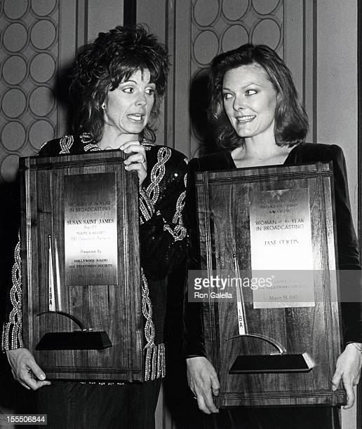 Actresses Susan Saint James and Jane Curtin attend 25th Annual International Broadcasting Awards on March 19 1985 at the Century Plaza Hotel in...