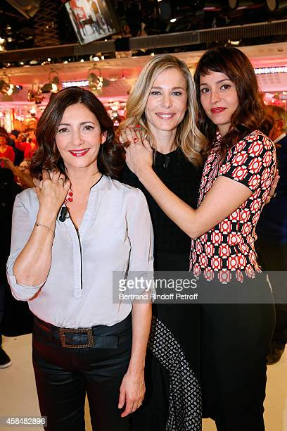 Actresses Valerie Karsenti Pascale Arbillot and Anne Charrier present the Theater play Chambre froide during the 'Vivement Dimanche' French TV Show...