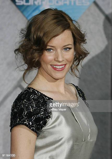 "Actress/Executive producer Elizabeth Banks arrives at the Los Angeles premiere of ""Surrogates"" at the El Capitan Theatre on September 24, 2009 in..."